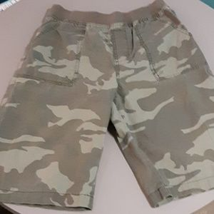 Boys cargo pants that are gently used